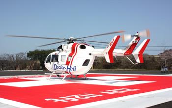 ヘリポートに着陸しているドクターヘリ