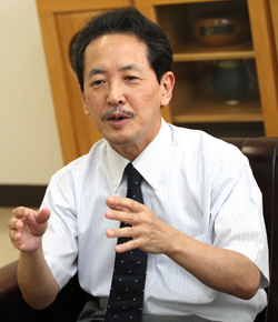 熱く語る岡山教授