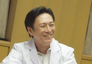 日南病院と日南の魅力を笑顔で語る峯氏