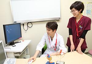 研修医坂田さんと岩切医師