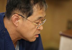 患者に優しい救急システムについて語る雨田医師